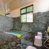*大浴場/泉質は刺激が少ないナトリウム塩化物泉。やわらかいお湯とかすかな硫黄の香りに癒されて。