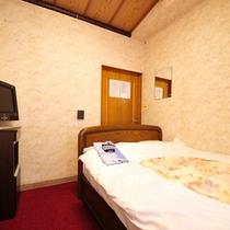 *【セミダブル】ゆったりとしたベッドなので、2名様までご宿泊可能!