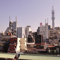 *浅草の賑やかな街並みを眺めながら、ゆったりお寛ぎください。(スカイツリービューは一部客室のみ)