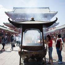 *浅草寺/年間3000万にもの人が訪れる代表観光スポット