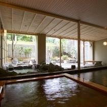 【源泉かけ流しの内風呂】