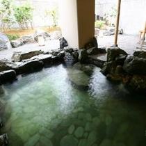 【岩造りの露天風呂】