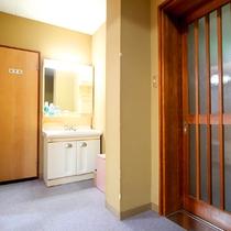 *部屋一例/5名以上のお客様におすすめの10畳+12畳の広々和室です。洗面台も完備♪