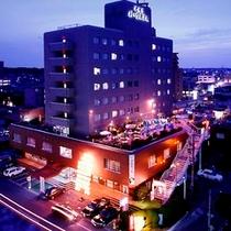 ホテル全景夜