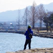 *のんびり遊歩道をお散歩や釣りなんていかがでしょう。。
