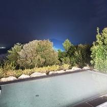 夜の露天風呂は星を眺めながら
