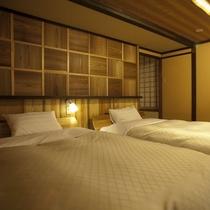 【特別室・三間続き・和室ツイン】飛騨産業のベッドにシモンズのマットを使用。上質な眠りを追及します。