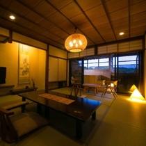 【露天風呂付客室・12畳和室】2~3名で入っても十分な広さの専用露天風呂で、温泉を独り占めする贅沢。