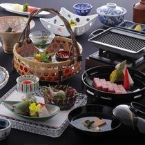 【ご夕食一例】メインに飛騨牛のステーキかしゃぶしゃぶをお選びいただける「花扇」一番人気の京風会席。