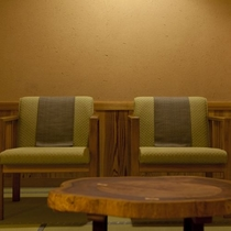 【特別室・三間続き・和室ツイン】ソファもございますので、足の悪いお客様も快適にお過ごしいただけます。