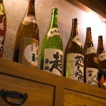 【高山の地酒】酒造りがさかんな高山の地酒を各種ご用意しています。お気に入りの一本をお探しください。