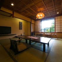 【一般客室・12畳和室】当館で最もスタンダードなお部屋です。木と畳のぬくもり溢れる落ち着く空間。
