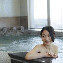 【女子大浴場】美肌の榊原の湯を使用。PH9,3のとろとろの温泉をお楽しみ下さい。