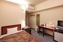 ◇シングル-A◇14平米・ベッド幅120cm・全室個別空調・無線LAN・ウォシュレット・空冷蔵庫完備