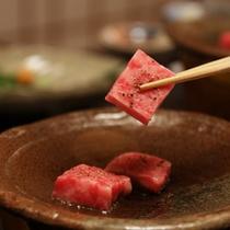 料理の一例:飛騨牛の陶板焼き