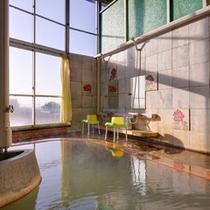 *風呂/肌を優しく包む炭酸水素塩泉。自然のぬくもりに心癒されるひと時を。