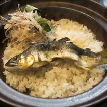 香り豊かな旬の味 「鮎飯」