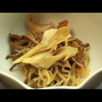山菜、きのこ等を使った料理一例