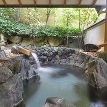 【貸切風呂】湯次郎の湯 内湯と露天風呂をお楽しみいただけます