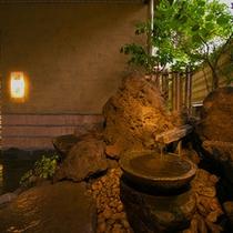 """◆【手水鉢】入口にてお迎えする、爽やかな""""せせらぎ""""をお愉しみください♪"""
