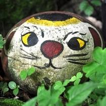 【猫の細道】千光寺山の中腹に伸びる約200mの小路は「猫の細道」と呼ばれています。