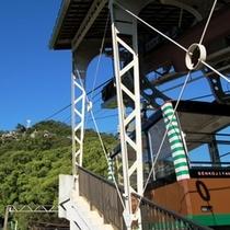 【千光寺山へと向かうロープウェー】今か今かと発車の時を待っております。