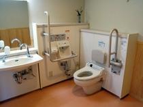 車イス対応多目的トイレ