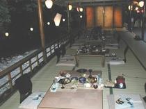 川床夕食風景