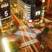 24時間動き続ける街「渋谷」の中心 ハチ公口交差点。コーナーツインから見おろすことができます。