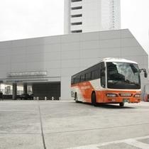 フロントと同じ5階の正面玄関前から羽田・成田空港行き、地方都市行きのバスが発着しています。