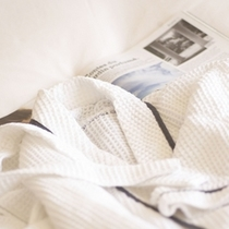 エクセルフロアなど一部のフロアにはワッフル地のバスローブをご用意。