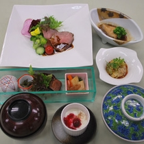 夕食イメージ。当日のご予約でもお召し上がりいただけます!