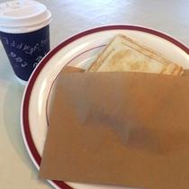 朝食バイキングのホットサンドはテイクアウトいただけるので忙しい朝も楽チン☆