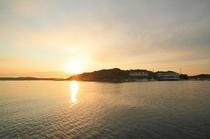 石山荘のある横山島と2012年の初日の出です。