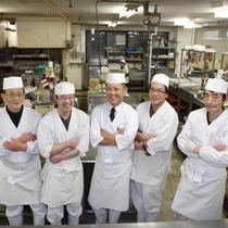 ≪調理場スタッフ≫「プロが選ぶ日本のホテル・旅館100選料理部門」で県内唯一16年連続入選