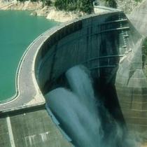 ≪黒部ダム≫壮大な歴史と景観を誇る日本一高いアーチダム。