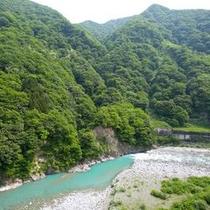 ≪眺望≫窓からは黒部川と峡谷美が。