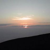白山 山頂から見た夕日