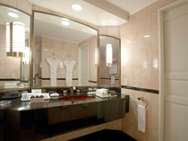 スイートルーム(54平米)バスルーム シャワーブース付