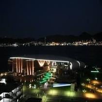 海響館夜の外観