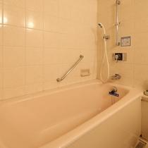 広めの浴槽◆足を伸ばせる広さ