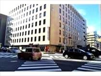 ⑨まもなく【交差点】が見えてくるので、こちらを横断。関西電力ビルを過ぎたところを右で曲がります。