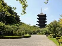 【東寺】近鉄電車(京都-東寺)約2分。下車後徒歩約10分。