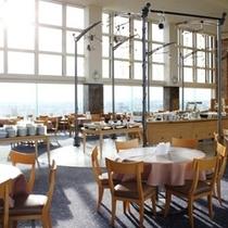 最上階にあるレストランから、太平洋を望みながらゆっくりとご朝食を。