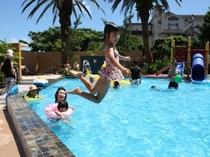 夏休みは赤尾ホテルのプールが楽しいよ♪