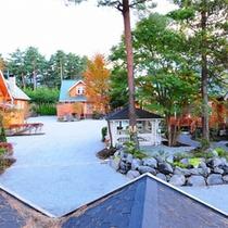 *外観 緑に囲まれたテラス付一戸建て貸別荘コテージです♪