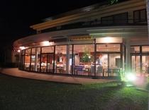 レストランの夜