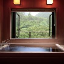 特別和室の展望風呂