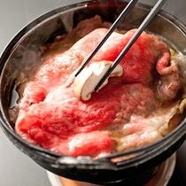 【じゅっわ〜っと旨味が溢れる♪】せっかくのご旅行、米沢牛すき焼きを堪能しましょう!