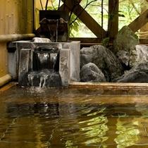 [女子露天風呂]かけ流しの温泉湯です。